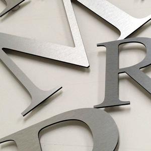 loghi e scritte 3D alluminio